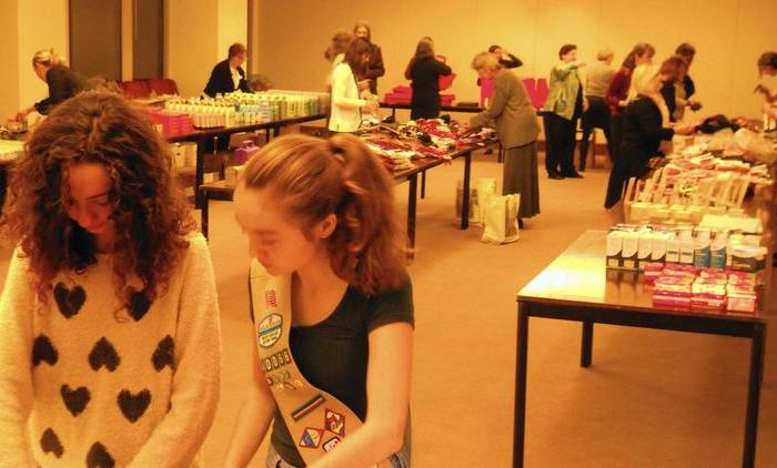 River Forest Girl Scout Troop Takes Part in Gift-Wrapping ServiceProject